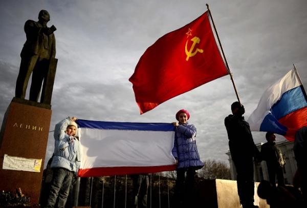De izquierda a derecha: Crimea, Unión Soviética y Rusia. DT: Lenin (?)