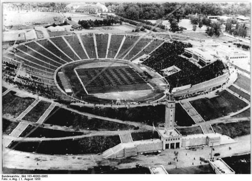 Zentralbild 1.8.1956 Luftaufnahme vom neuerbauten Zentralstadion der Deutschen Hochschule für Körperkultur und Sport in Leipzig. (Leipzig: Bruno-Plache-Stadion)