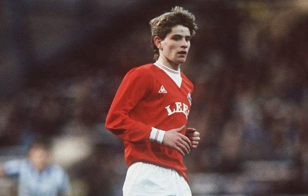 Una de las pocas imágenes de Wayne Harrison enfundado con la casaca del Oldham Athletic.