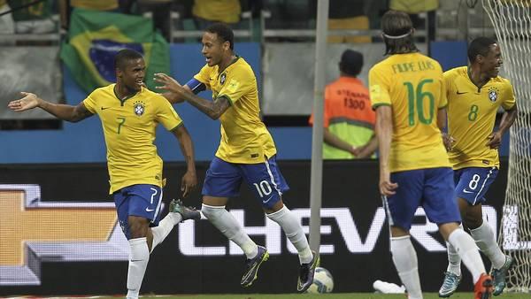 Douglas-Costa-Brasil-Peru-EFE_CLAIMA20151117_0352_28