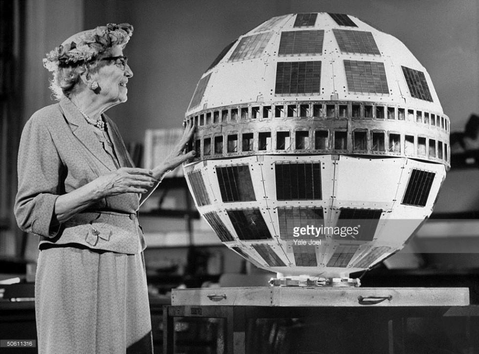 Mirtha Legrand dándole la bendición al satélite