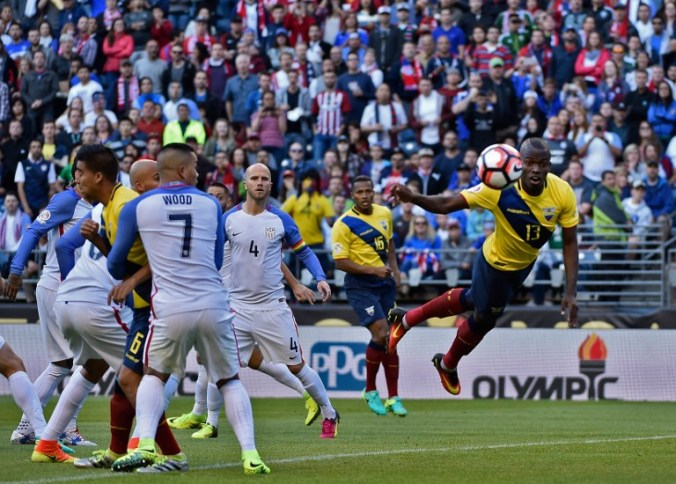 Ecuador's Enner Valencia (R) heads the ball during the Copa America Centenario football tournament quarterfinal match against USA, in Seattle, Washington, United States, on June 16, 2016. / AFP PHOTO / Omar Torres