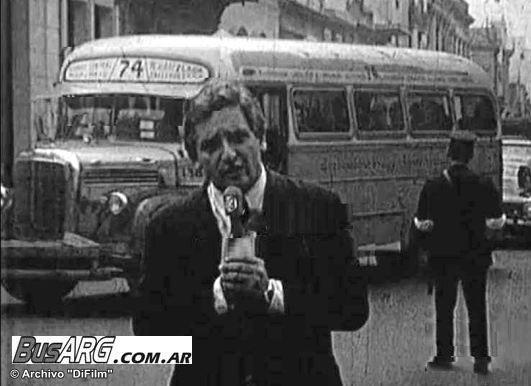 Miembros de la prensa cubriendo la vuelta de Perón en el 74, (Segundo asiento después del chofer), lástima que nunca llegó a Longchamps (?)
