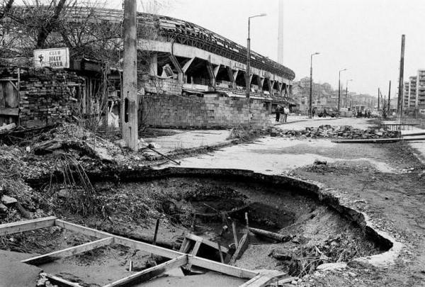 La entrada al Estadio Grbavica, destruído por la guerra