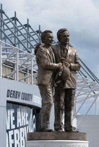La estatua del dúo.