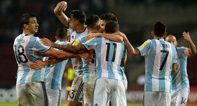 Argentine players celebrate after scoring against Venezuela during their Russia 2018 FIFA World Cup football qualifier match between Venezuela and Argentina in Merida, Venezuela, on September 6, 2016. / AFP PHOTO / FEDERICO PARRA