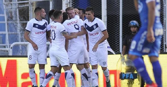 La alegría de la tortuga polical ante el gol de Vélez.