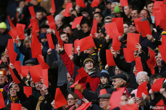 hull_city_fans_protest_before_the_game_417262