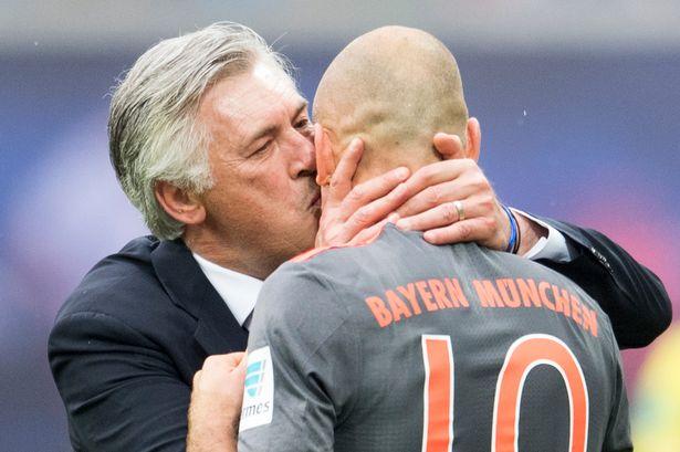 Munichs-head-coach-Carlo-Ancelotti-kiss