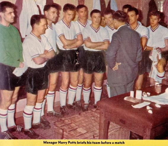 harry-potts-squad-burnley-1960